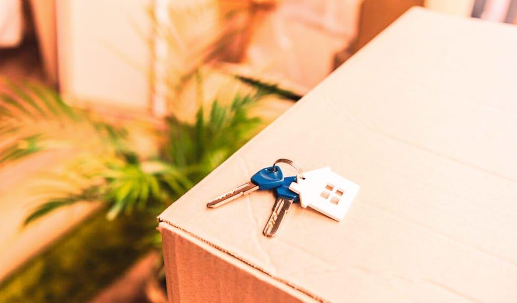 rental house keys on box