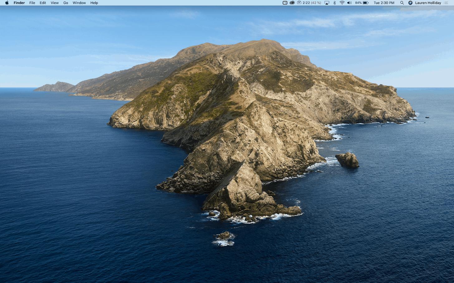 author's uncluttered desktop, using HiddenMe